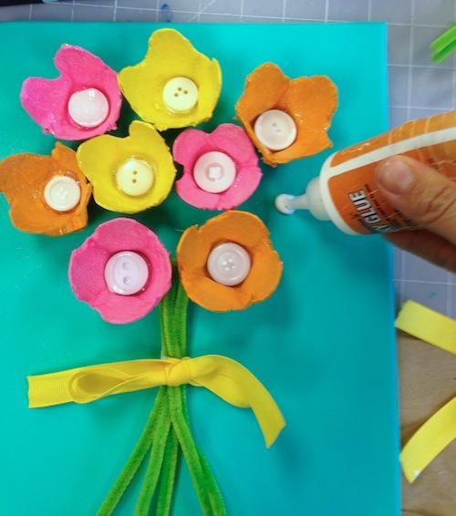 букет из яичной упаковки детское творчество пошагово с фото