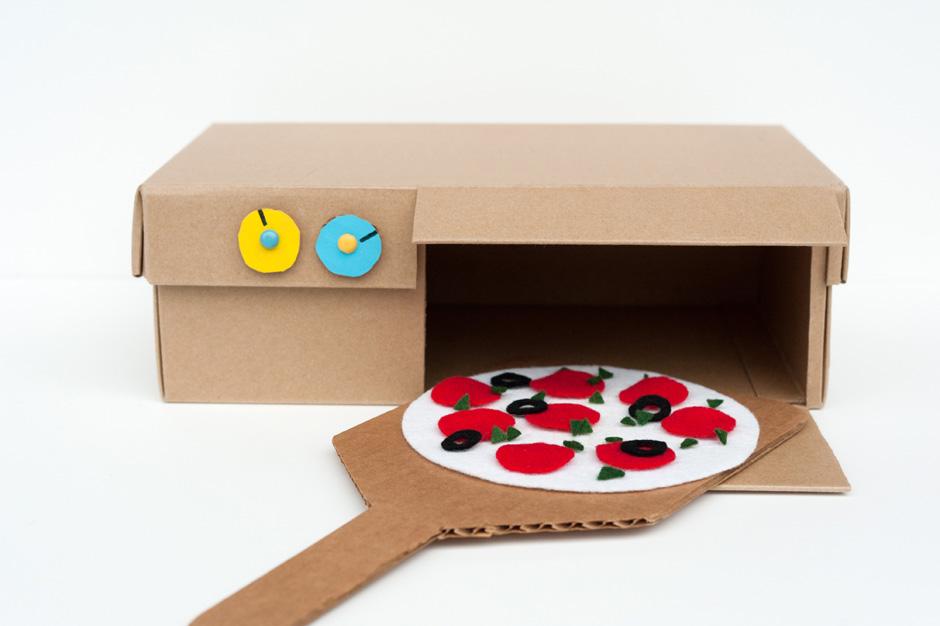 Пиццерия из картона и фетра